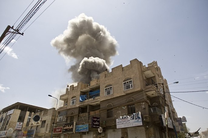 800px-Aerial_bombardments_on_Sana'a,_Yemen_from_Saudi_Arabia_without_the_right_aircraft._injustice_-_panoramio