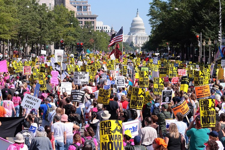 1200px-Marching_towards_the_Capital_-_September_15,_2007