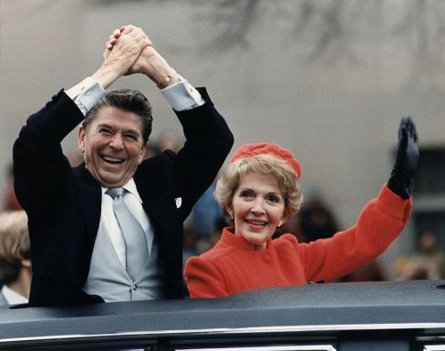 1024px-The_Reagans_waving_from_the_limousine_during_the_Inaugural_Parade_1981.jpg
